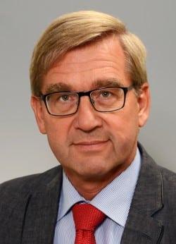 Professor Dr. Wilfried Hopp, Leiter des Kreis-Veterinärdienstes, berichtete den Mitgliedern des Ausschusses für Gesundheits- und Veterinärwesen über den Tierschutzfall auf einem Gestüt in Bad Sassendorf-Elfsen (Foto: Thomas Weinstock/Kreis Soest).
