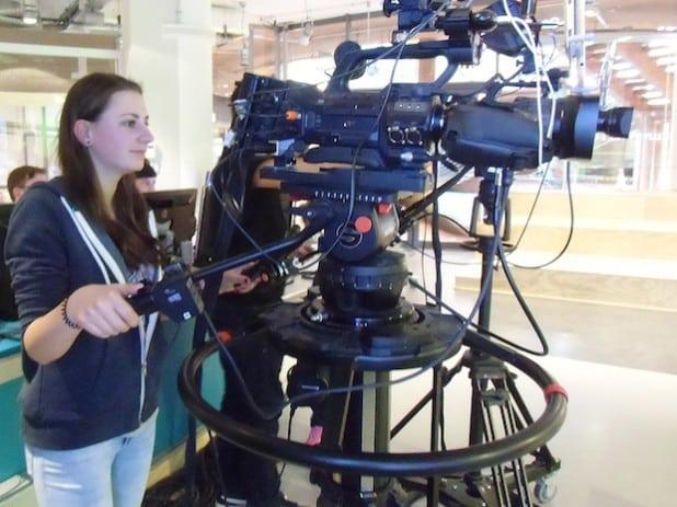 Jessica an der Kamera (Foto: planpunkt).