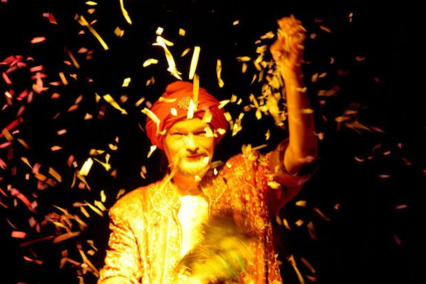 Shri Magada entführt mit seiner Zaubershow in eine andere Welt (Foto: Altena Stadtmarketing e. V.)