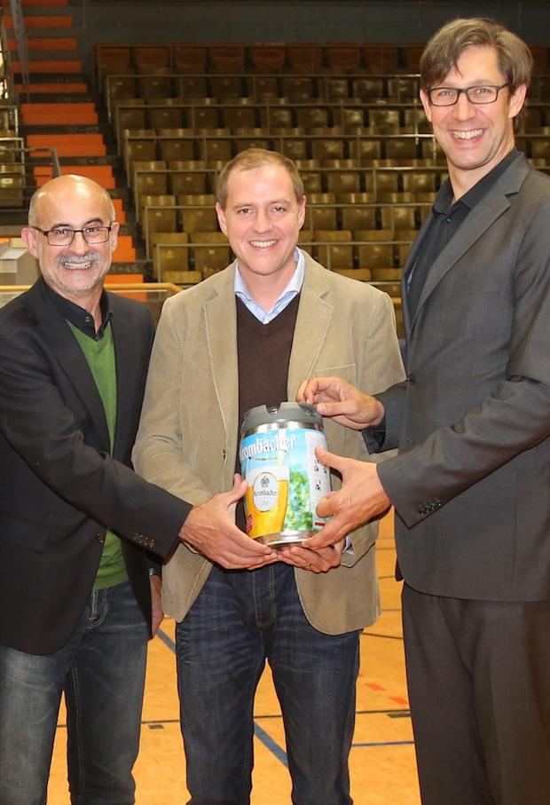 Freuen sich über die Vertragsverlängerung: Dr. Franz-J. Weihrauch (Pressesprecher der Krombacher Brauerei), Michael Drotleff (Sponsoring Manager der Krombacher Brauerei) und Oliver Herkelmann (Geschäftsführer Phoenix Hagen) - Foto: Krombacher Brauerei.