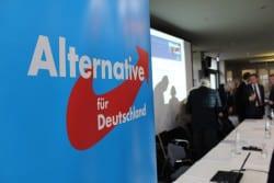 """AfD Parteitag Siegen: Kommt des zur Spaltung der Partei? Landessprecher und Europaabgeordneter Marcus Pretzell muss beweisen, dass er """"seinen Laden"""" zusammen halten kann und die Spaltung der Partei nicht noch mehr vorantreibt."""