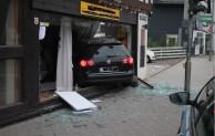 Bad Laasphe: Pkw schlägt in Immobilienbüro ein