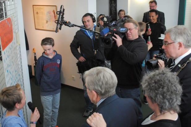 """Schüler-Guides stellten die Ausstellung """"Jüdisches Leben im früheren Amt Bigge"""" vor (Foto: Stadt Olsberg)."""