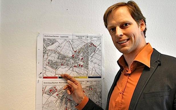 Björn Bühlmeier, Fachdienstleiter Stadtplanung und Umweltschutz der Stadt Lippstadt, hat die Baulücken in Lippstadt im Blick (Foto: Stadt Lippstadt).