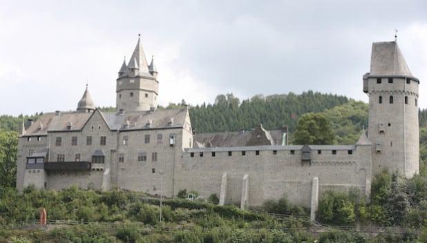 Die Burg Altena ist eines der Ziele für Klassenfahrten, die von der NRW-Stiftung bezahlt werden (Foto: Hendrik Klein/Märkischer Kreis).