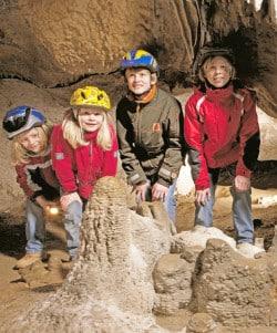 Für Kinder immer spannend, ein Ausflug zur Dechenhöhle (Foto: Dechenhöhle).