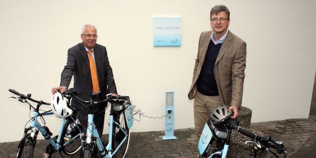 Photo of Landrat nimmt E-Bike-Ladestation am Kreishaus Meschede in Betrieb