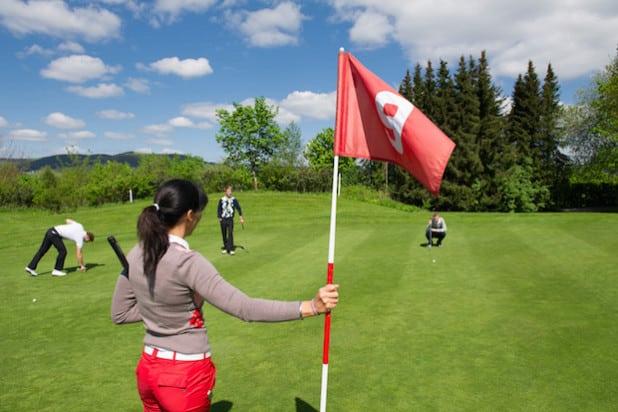Der Panorama-Golfplatz Winkhausen: sauerlandweit einzigartig (Foto: Kur- & Freizeit GmbH, Schmallenberger Sauerland)