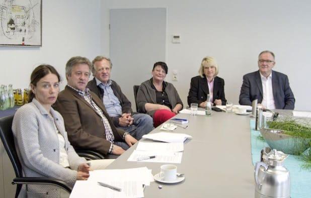 Bei der Pressekonferenz zur Wallraff-Recherche im Iserlohner Rathaus (v.l.): Anja Breer, Wolfgang Kolbe, Dr. Dieter Sinn, Elke Diekmann, Katrin Brenner und Stefan Thielemann (Foto: Stadt Iserlohn).