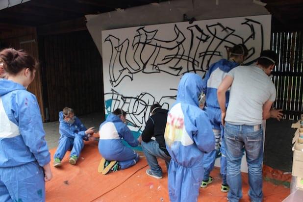 Die Schüler nutzen eine der heutigen Ausdrucksformen: Graffiti! (Foto: Musikschule HSK)