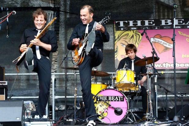 Peter Seel stand im vergangen Jahr schon mit der Beatles-Cover-Band Peteles auf der NK-live-Bühne. In diesem Jahr bringt er Chris Schmitt, Tino Moskopp und Mario Levin-Schröder mit, um es in Neunkirchen krachen zu lassen (Foto: Rolf Weingarten).