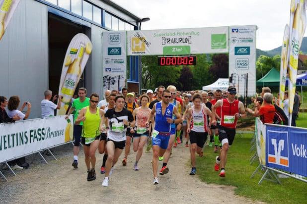 Hoch motiviert starteten die Läufer beim diesjährigen Trailrun auf dem Sauerland-Höhenflug (Foto: Skiclub Hagen-Wildewiese).