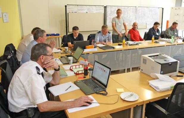 Während auf der Strecke Trubel herrschte, war es in der Einsatzleitung im Meinerzhagener Rathaus ruhig (Foto: Hendrik Klein/Märkischer Kreis).