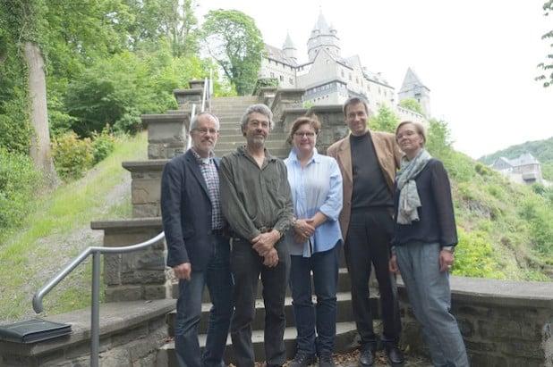 Wolfgang Graeber, Hannes Forster, Barbara Dienstel-Kümper, Stephan Sensen, Alexandra Weber (von links) im historischen Weyhe-Garten (Foto: Bernadette Lange/Märkischer Kreis).