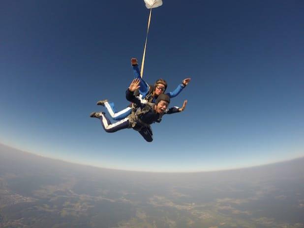 Tandemmasterin Annick Heijboer nimmt sich hoch am Himmel einen Kerl zur Brust (Foto: Marcel Leicher).