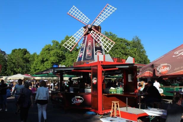 Auch diese Windmühle war einer der Hingucker auf dem Parkplatz der Meinerzhagener Stadthalle.
