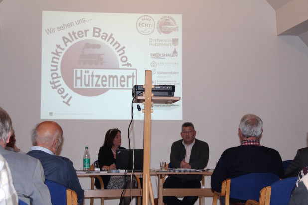 Sascha Koch stellte das Projekt Alter Bahnhof Hützemert vor.