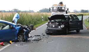 Welver-Schwefe: Fahrzeuge stießen frontal zusammen