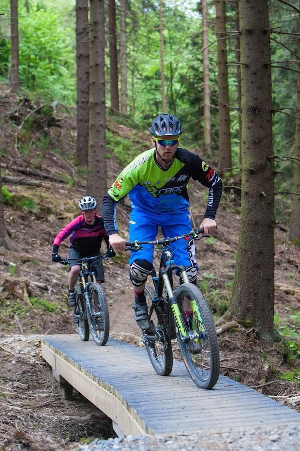 Photo of Hot-Spot für Mountainbiker: Top-Fahrer haben Radon-Trailpark getestet