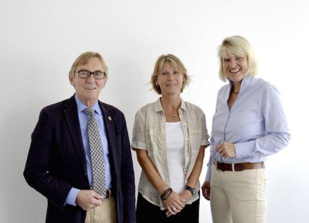 Bürgermeister Dr. Peter Paul Ahrens und die Erste Beigeordnete Katrin Brenner stellten Sabine Loosen (M.) als neue Leiterin des Bereiches Soziales vor (Foto: Stadt Iserlohn).
