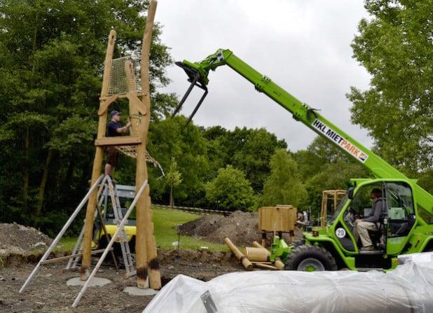 """Hier entsteht das Klettergerüst, von dem eine Rutsche durch ein """"Nadelöhr"""" führen wird (Foto: Stadt Iserlohn)."""