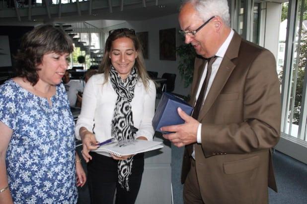 Gastgeschenke gab es auf beiden Seiten (Foto: Pressestelle Hochsauerlandkreis).