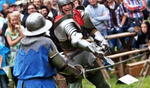 Eintauchen in die Welt edler Burgfräulein und heldenhafter Ritter