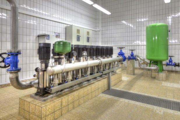Um den schwankenden Wasserverbrauch der Siegener ausgleichen zu können, sorgen 25 Hochbehälter dafür, dass ständig insgesamt 24 Mio. Liter Trinkwasser zwischengespeichert sind und bei Bedarf sofort zur Verfügung stehen (Foto: SVB).