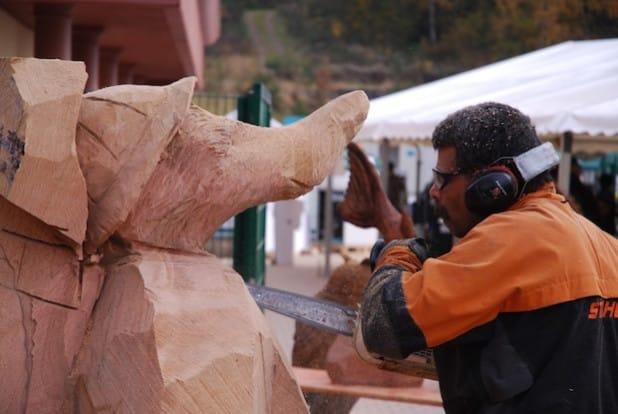 Shapoor Engineer beim Nasenbären-Speed-Carving (Foto: Spreeforum International GmbH/Galileo-Park)
