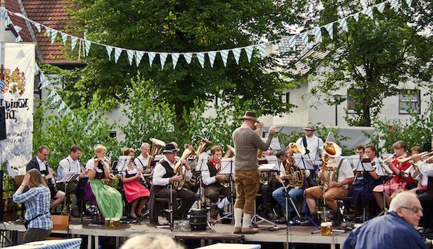 Photo of Doppelter Anlass zum Feiern: Bühnen-Shows und Bayernfest am Möhnesee