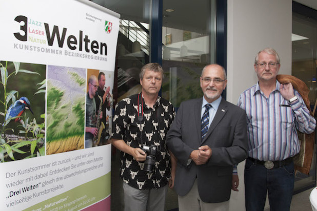 v. l.: Dr. Bernd Stemmer, Regierungspräsident Dr. Gerd Bollermann und Dr. Michael Leismann bei der Ausstellungseröffnung - Quelle: Bezirksregierung Arnsberg