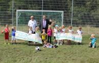 Kicken auf frischem Grün: Bolzplatz in Brauersdorf wurde grundsaniert