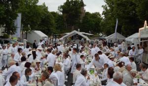 """Zweites """"Dinner in Weiß"""" in Hilchenbach"""