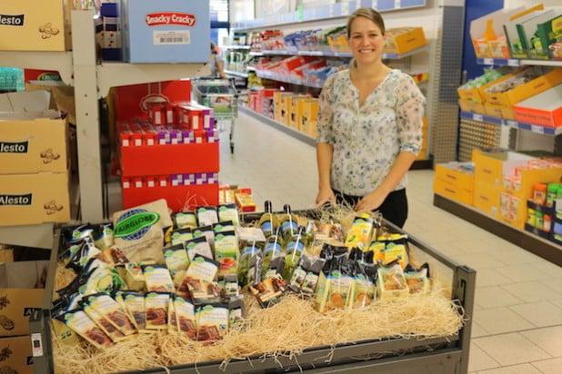 Die Bewerbung der Gemeinde Neunkirchen zur Fairtrade-Town hat Lidl-Projektleiterin Katharina Osthues zum Anlass genommen, in der Zeppenfelder Lidl-Filiale das Angebot fair gehandelter Produkte auf einer Sonderfläche anzubieten (Foto: Gemeinde Neunkirchen).