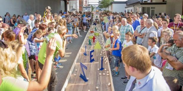 Großer Andrang herrschte beim MeisterWerke-Familientag auch noch bei der abschließenden Tombola-Aktion (Bild: Michael Kirchner/stadt.fotograf.de).