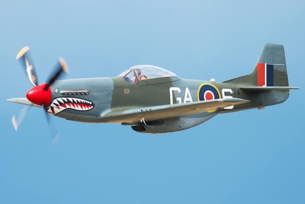 """Haifisch-Maul am Breitscheider Himmel: Mit einer P-51 """"Mustang"""" ist das Trio der """"Warbirds"""" komplett. Daneben freuen sich die """"Heavy-Metal-Fans"""" auf die """"Spitfire"""" und die Hawker """"Hurricane (Foto: Dan Humphreys)."""