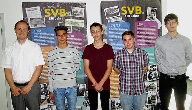 Photo of Vier junge Menschen starten ihre Ausbildung bei den SVB