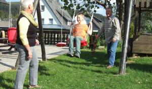 Unterstützung für junge Familien: Bonus-Großeltern suchen Anschluss