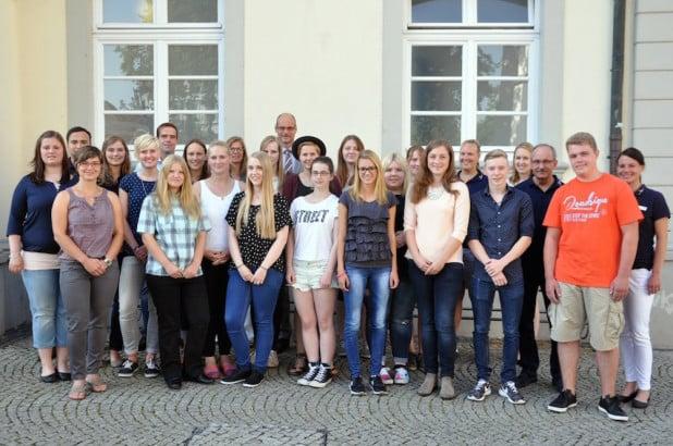 Über 27 neue Auszubildende und Jahrespraktikanten freut sich die Stadt Lippstadt zum neuen Ausbildungsjahr. Foto: Stadt Lippstadt