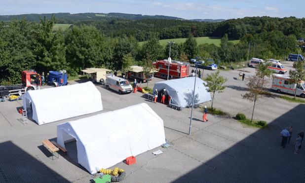 Eine Übersicht über den Behandlungsplatz auf dem Firmengelände in Schalksmühle (Foto: Simone Langhammer/Märkischer Kreis).