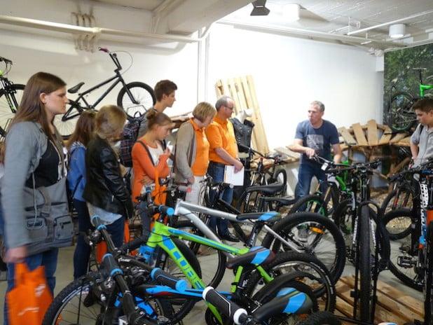 Heiko Oerter bei der lebhaften Präsentation seines seit über 20 Jahren bestehenden Fahrradladens. Foto: FIUMU.de