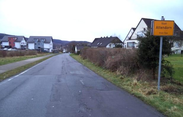 """Auf der Straße """"Im Schwalbenohl"""" kommt es in der Zeit vom 31. August bis voraussichtlich Mitte Oktober 2015 am Ortseingang Attendorn aufgrund einer Baustelle zu Verkehrsbehinderungen (Foto: Hansestadt Attendorn)."""