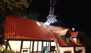 Dachstuhlbrand in denkmalgeschütztem Gebäude nach Blitzeinschlag