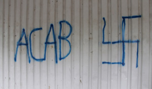 Erwitte: Gebäude mit Graffiti beschmiert
