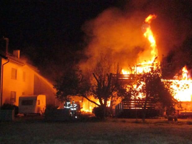 Das Wohnhaus brannte vollständig aus, der Schaden ist immens (Foto: Kreispolizeibehörde Soest).
