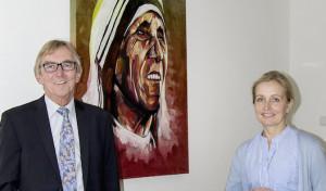 Bürgermeister übergibt Tombola-Gewinn an Hospiz Mutter Teresa