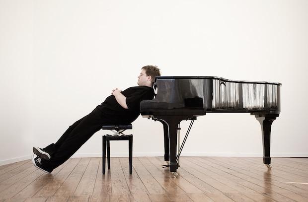Photo of Matthias Reuter präsentiert in Neunkirchen sein Soloprogramm