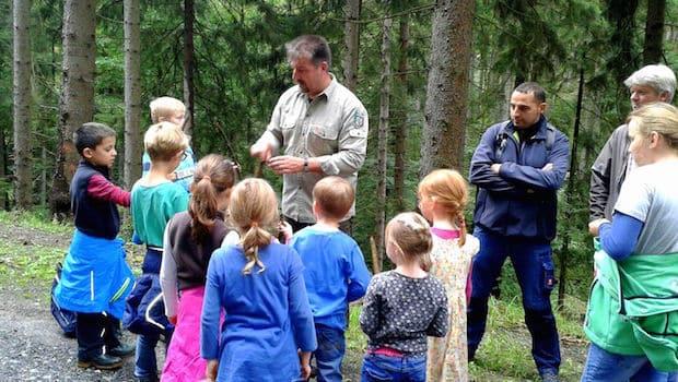"""Photo of """"SGV-Junge Familie Arnsberg"""" mit Waldrouten-Ranger unterwegs"""