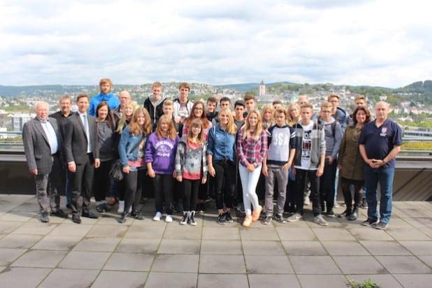 Landrat Andreas Müller hat 23 Schüler aus der Partnerstadt Spandau im Kreishaus in Siegen empfangen (Foto: Kreis Siegen-Wittgenstein).