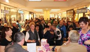 Sterncenter Lüdenscheid: Schlange stehen für Ross Antony